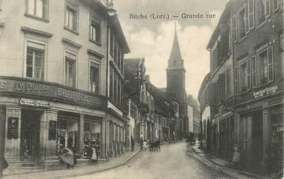 """CPA FRANCE 57 """"Bitche, la grande rue, le café central"""""""