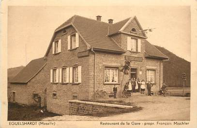 """CPA FRANCE 57 """"Eguelshardt, restaurant de la gare"""""""