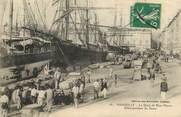 """13 Bouch Du Rhone CPA FRANCE 13 """"Marseille, Débarquement du Sucre"""""""