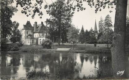 """/ CPSM FRANCE 27 """"Acquigny, le château et l'étang"""""""