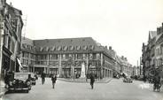 """80 Somme / CPSM FRANCE 80 """"Abbeville, place du Pilori et le grand hôtel"""""""