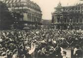"""Militaire CPSM  2EME GUERRE / LIBÉRATION DE PARIS """" La foule, place de l'Opéra après la prise de la Kommandantur"""""""
