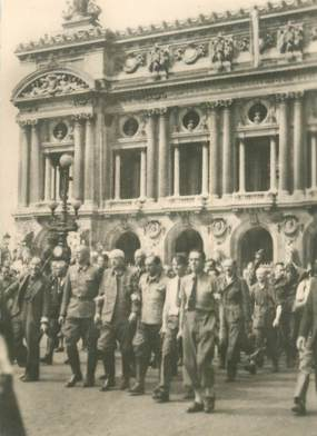 """CPSM  2EME GUERRE / LIBÉRATION DE PARIS """" Prisonniers allemands place de l'Opéra"""""""