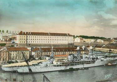 """CPSM FRANCE 29 """"Brest, le deuxième dépôt et le Jeanne d'Arc"""" / BATEAU GUERRE"""