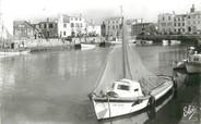 """17 Charente Maritime / CPSM FRANCE 17 """"Ile de Ré, La Flotte, le port"""" / BATEAU"""