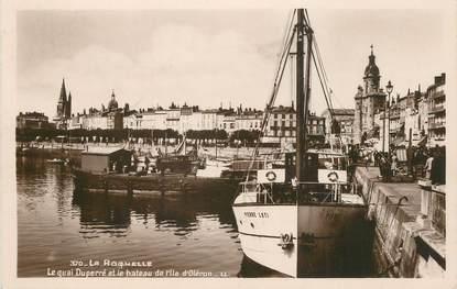 """/ CPSM FRANCE 17 """"La Rochelle, le quai Duperré et le bateau de l""""Ile d'Oléron"""""""