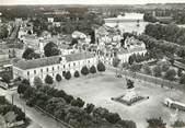 """37 Indre Et Loire / CPSM FRANCE 37 """"Chinon, place Jeanne d'Arc""""'"""