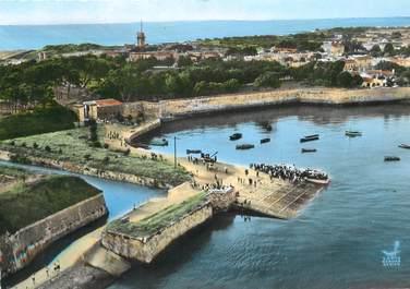 """/ CPSM FRANCE 17 """"Ile d'Aix, le port et l'embarcadère"""""""