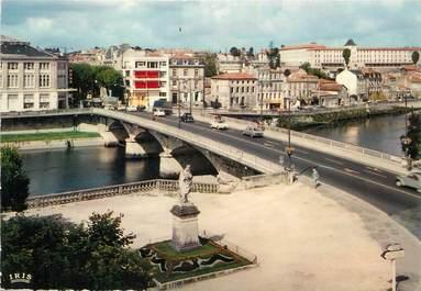 """/ CPSM FRANCE 17 """"Saintes, le pont Palissy sur la Charente"""""""