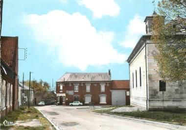 """/ CPSM FRANCE 80 """"Vaux sur Somme, place de l'église"""""""