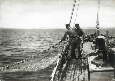 """/ CPSM FRANCE 29 """"Douarnenez, pêche à la Sardine"""""""