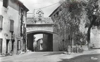 """/ CPSM FRANCE 83 """"Tourtour, porche d'entrée du village"""""""