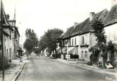 """/ CPSM FRANCE 46 """"Payrac, route Paris Toulouse"""""""