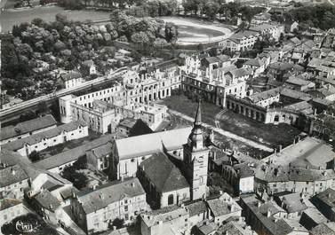 """/ CPSM FRANCE 55 """"Commercy, vue aérienne, église Saint Pantaléon et le château"""""""