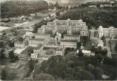 """/ CPSM FRANCE 92 """"Garches, vue aérienne, hôpital Raymond poincaré et hospice Brezin"""""""