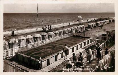 """CPSM FRANCE 14 """"Cabourg, la plage et la piscine Ecole"""""""