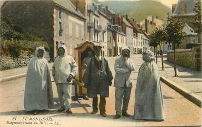 """CPA FRANCE 63 """"Le Mont Dore, baigneurs, retour du bain"""""""