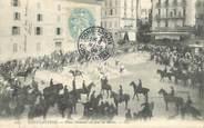 """Algerie CPA ALGERIE """"Constantine, place Nemours un jour de Revue"""""""