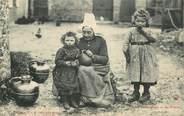 """50 Manche CPA FRANCE 50 """"La Basse Normandie, Grand mère et ses petiots'"""